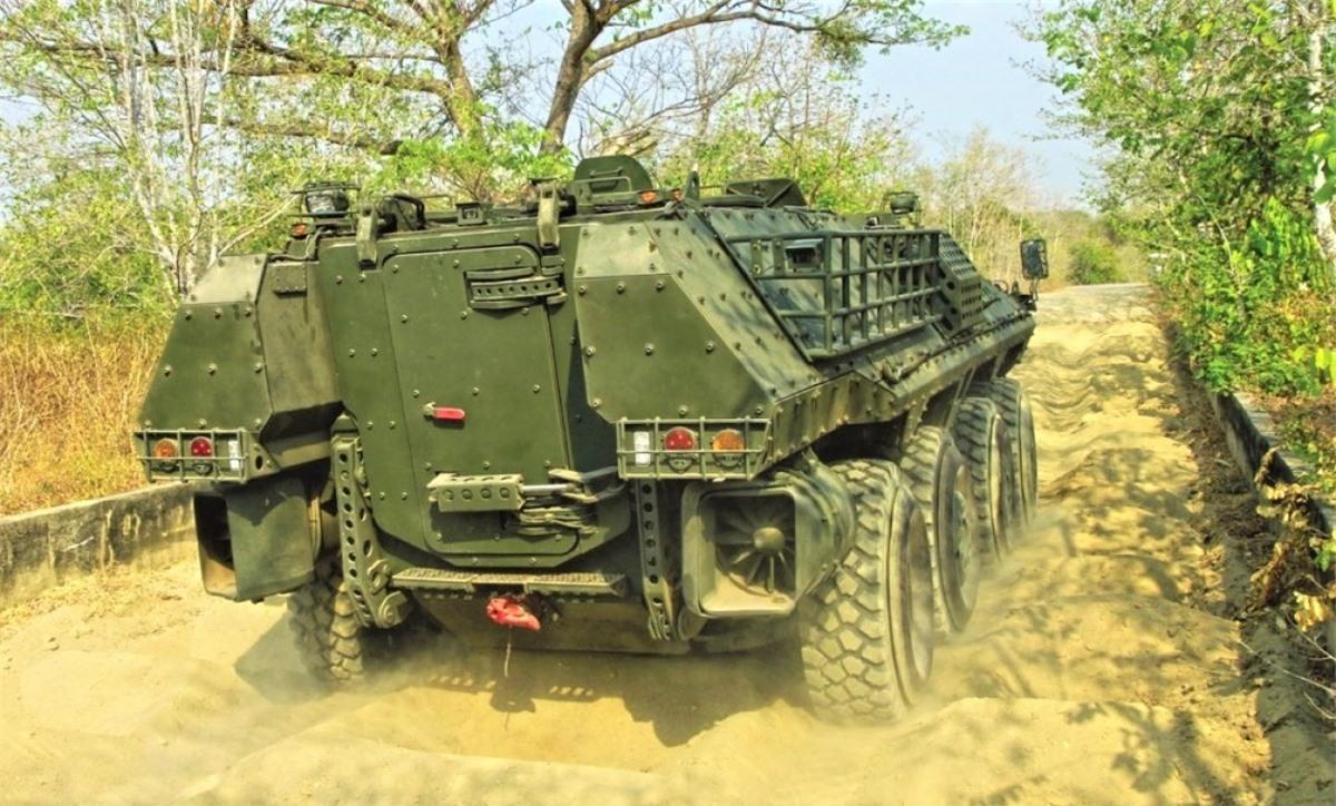 Panus R600 8x8 có thể chở 20 binh sĩ và lội nước; Nguồn: militaryleak.com,
