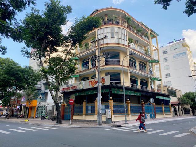 Nhiều nhà hàng, quán ăn tại TP Hồ Chí Minh đã đóng cửa suốt nhiều tháng nay.