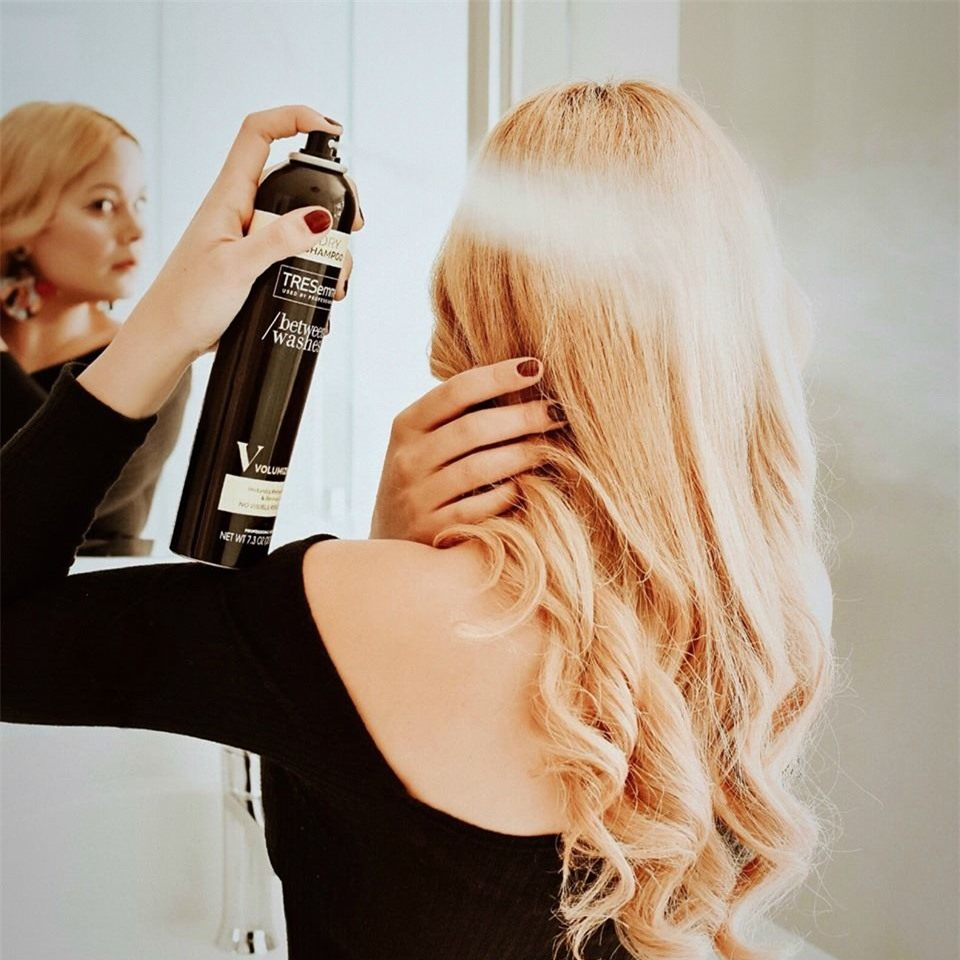 8 cách ''chữa cháy'' cho mái tóc bết dính trong ngày đông lạnh