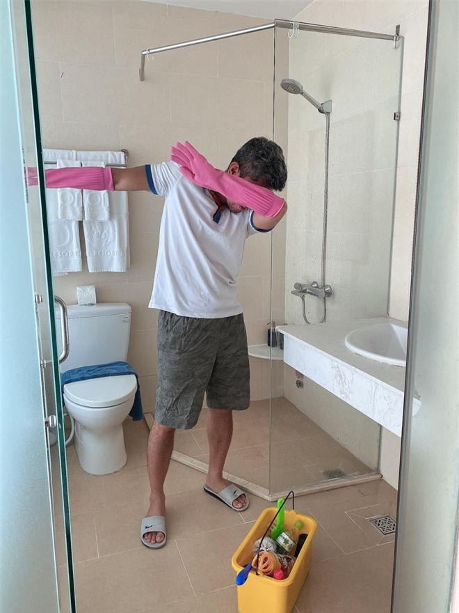 Lương Bằng Quang tự so sánh ảnh trước và sau khi làm nhân viên dọn vệ sinh, tiết lộ đang bị nhiều người xa cách - Ảnh 6.