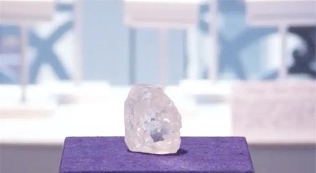 """Ngư dân tìm thấy viên kim cương 34 carat, đem bán với giá 270.000 NDT, tưởng """"hời lớn"""" ai ngờ lại gặp họa - Ảnh 3."""