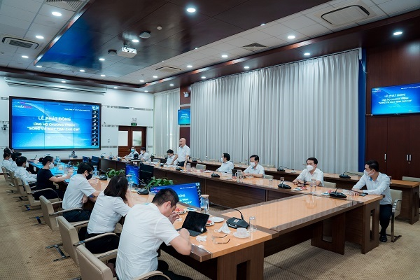MobiFone sẽ kêu gọi mỗi CBCNV hỗ trợ tối thiểu 1 máy tính bảng để ủng hộ 4.000 máy đảm bảo thiết bị học tập cho các em nhỏ trên cả nước, dự kiến hoàn thành trong tháng 9/2021.