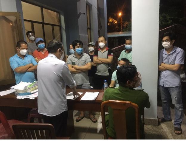 Lãnh đạo UBND phường An Lạc tiếp xúc với cư dân Ehome3.