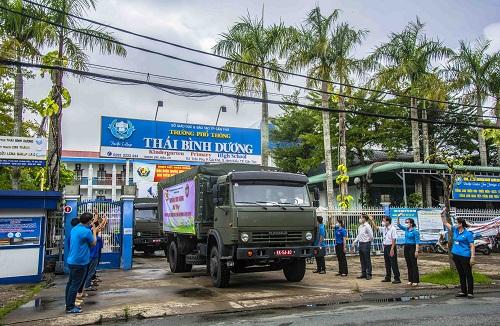 """"""" chuyến xe yêu thương"""" khởi hành đến TP Hồ Chí Minh và tỉnh Bình Dương"""