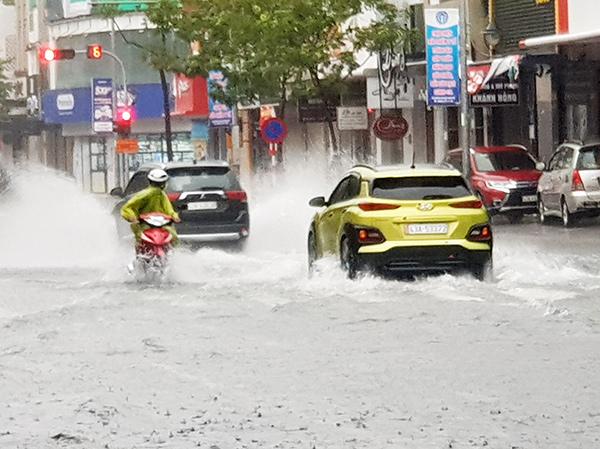 Theo Sở Xây dựng Đà Nẵng, tuyến đường Lê Duẩn ngập không quá 30 phút, chiều sâu ngập không quá 20cm trong bão CONSON