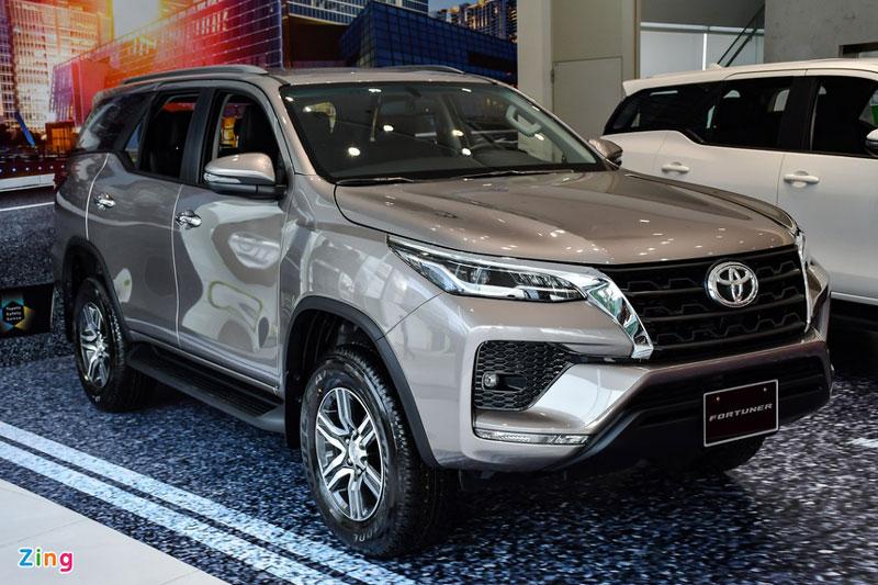 Giá lăn bánh 3 mẫu SUV 7 chỗ số tự động rẻ nhất thị trường