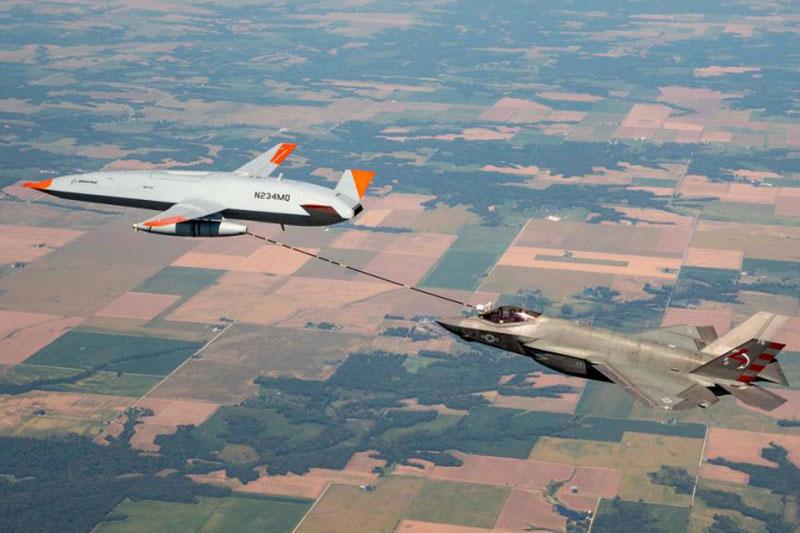 F-35 tiếp nhiên liệu từ máy bay không người lái. Ảnh: Boeing.