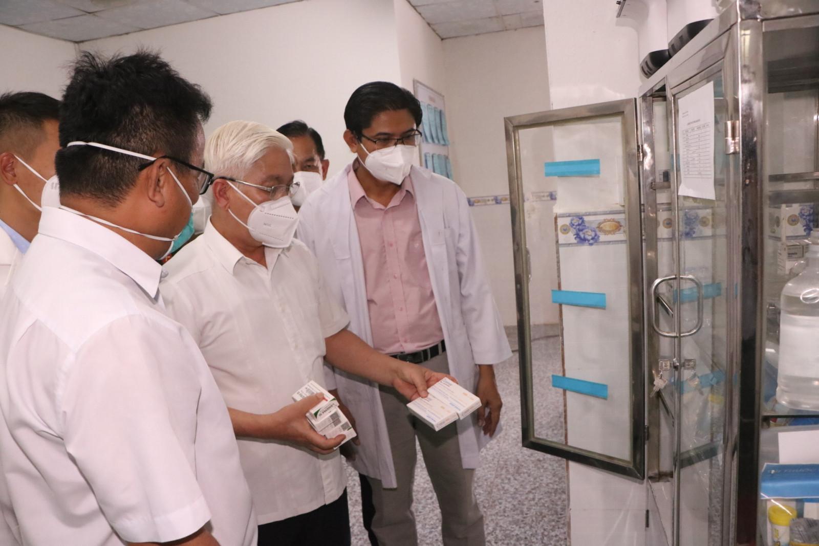 Bí thư Tỉnh uỷ Bình Dương Nguyễn Văn Lợi thăm cơ sở vật chất Trạm Y tế lưu động trong doanh nghiệp số 1. (Ảnh: baobinhduong.vn)