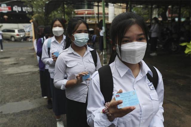 Các nước châu Á tăng tốc tiêm vaccine, dịch COVID-19 không thể kết thúc trong vòng 6 tháng tới - Ảnh 2.
