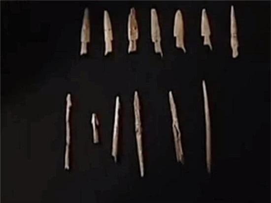 Kiểm tra thi thể chủ nhân ngôi mộ 7.000 tuổi, đội khảo cổ rùng mình: Sao lại thừa 18 cái xương? - Ảnh 4.