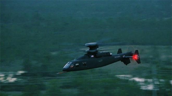 Theo Janes, Defiant là dòng trực thăng đa dụng tốc độ cao do Sikorsky và Boeing cùng phát triển nhằm cạnh tranh với sản phẩm của Bell trong gói thầu thay thế trực thăng Apache và Black Hawk của quân đội Mỹ.