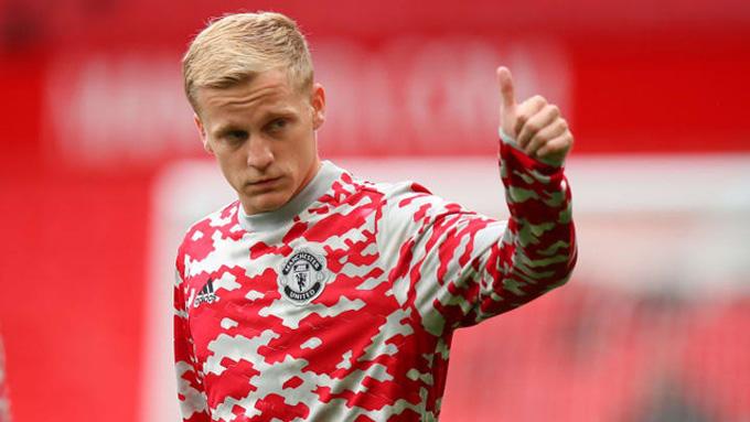 Arsenal tính gây sốc với Wilshere và Van de Beek