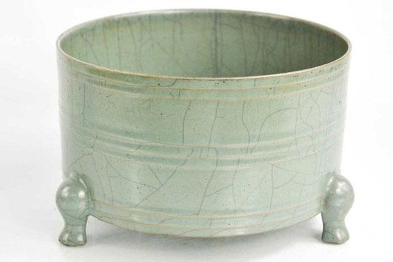 Chiếc bát gốm với men rạn hoàn hảo đã được bán với giá gấp gần 640 lần dự tính ban đầu. Ảnh: BBC.
