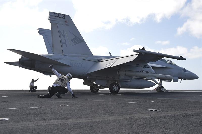 Các tên lửa dẫn đường mà miG-29K có thể mang như KH-25MP, Kh-31 và H-41. Máy bay có thể sử dụng trong cả ngày lẫn đêm trên biển. Nó có thể vận hành dưới sự giúp đỡ của trung tâm đièu khiển trên tàu, hay phối hợp với máy bay trực thăng cảnh báo trên không Kamov Ka-31 (một phiên bản của Ka-27). Tên lửa R-27EM cung cấp cho MiG-29K khả năng ngăn chặn các tên lửa đối hạm.