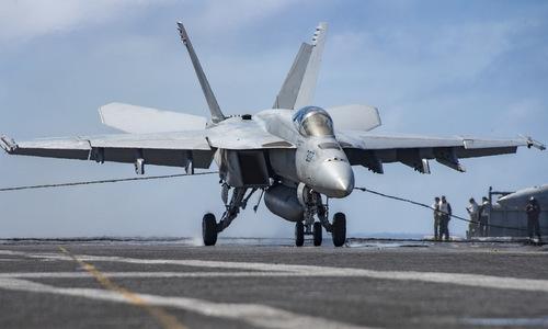 Cụ thể, không giống như những máy bay chiến đấu trên các tàu sân bay của Mỹ, MiG-29K được thiết kế để sử dụng đường băng cất cánh kiểu nhảy cầu thay vì máy phóng khi cất cánh từ tàu sân bay. Kiểu này cung cấp nhiều lợi thế: khi cất cánh nó sẽ không tạo ra áp lực cho khung máy bay và phi công, cho phép trọng lượng máy bay nhẹ hơn vì ít phải tăng cường cấu trúc khung và ngăn ngừa được sự mất tri giác do lực G.
