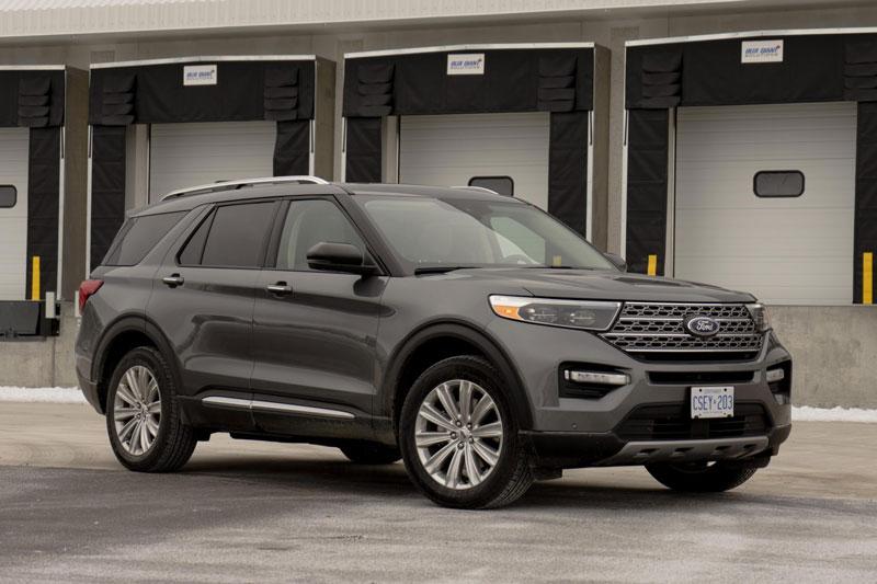 2. Ford Explorer Hybrid 2021 (mức tiêu hao nhiên liệu ở đường hỗn hợp: 10,5 lít/100 km).