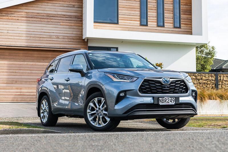 =6. Toyota Highlander 2021 (mức tiêu hao nhiên liệu ở đường hỗn hợp: 11,8 lít/100 km).