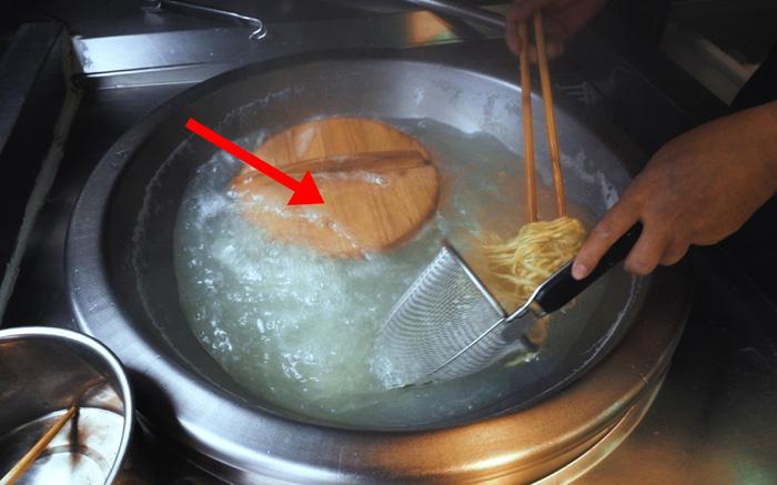 Món mì 300 tuổi nấu cùng một thứ lạ kỳ, đến Hoàng đế Càn Long cũng tấm tắc khen ngon