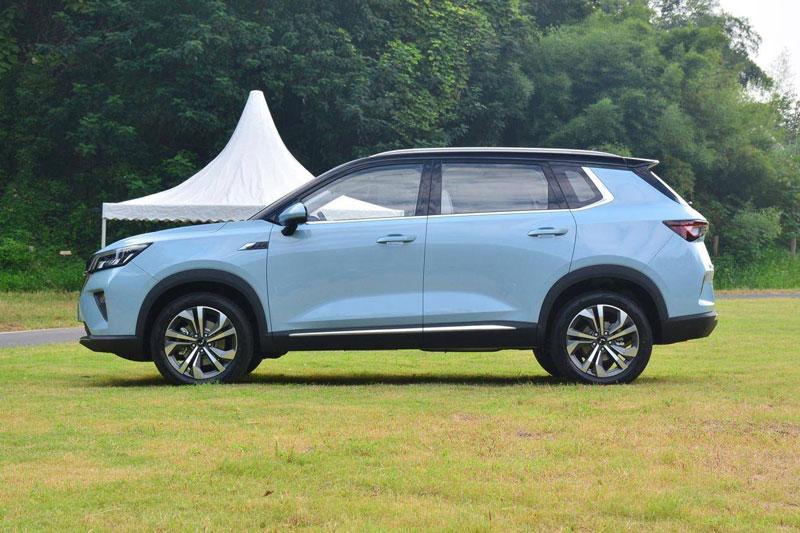 SUV hạng C sử dụng động cơ tăng áp, giá hơn 350 triệu đồng