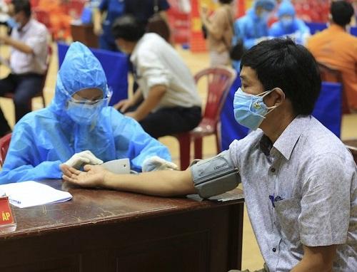 Quảng Ngãi: Xem xét cho người dân tiêm 2 mũi vaccine được ra đường