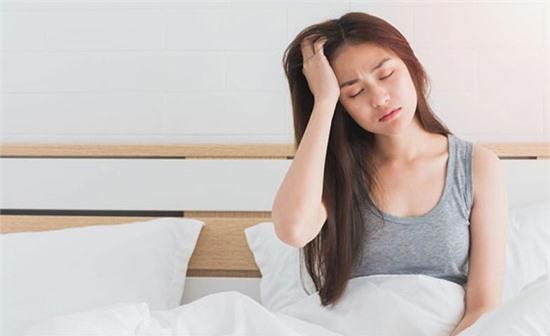 Buổi sáng ngủ dậy thường đau đầu