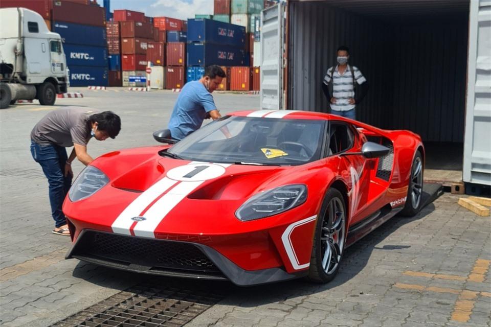 Loạt siêu xe trị giá 40-60 tỷ đồng tại Việt Nam - Hình 16