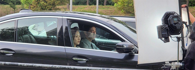 Park Min Young xuất hiện ở hậu trường với gương mặt cau có, bị fan thắc mắc liền có màn phản bác xuất sắc - Ảnh 3.