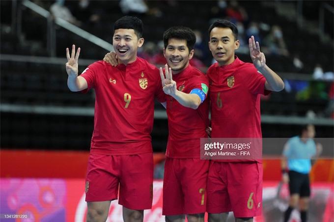 Niềm vui của các tuyển thủ Thái Lan trong trận thắng Solomon