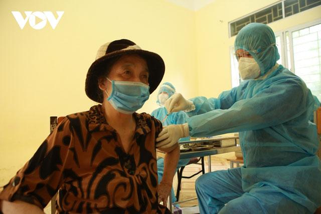 Tiêm mũi 2 vaccine AstraZeneca phải theo hướng dẫn của nhà sản xuất