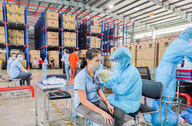Tỉnh Bình Dương ưu tiên tiêm vaccine cho công nhân lao động tại các khu công nghiệp trên địa bàn.