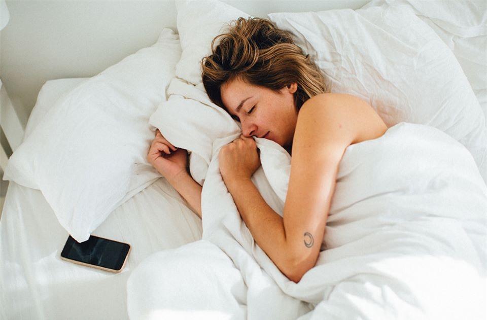 3 hành động bạn nên làm ngay khi thức dậy để tránh đột quỵ