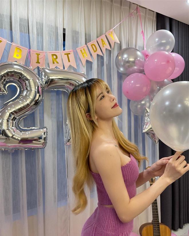 Thiều Bảo Trâm khoe body sexy mừng sinh nhật tuổi 27 - Ảnh 2.