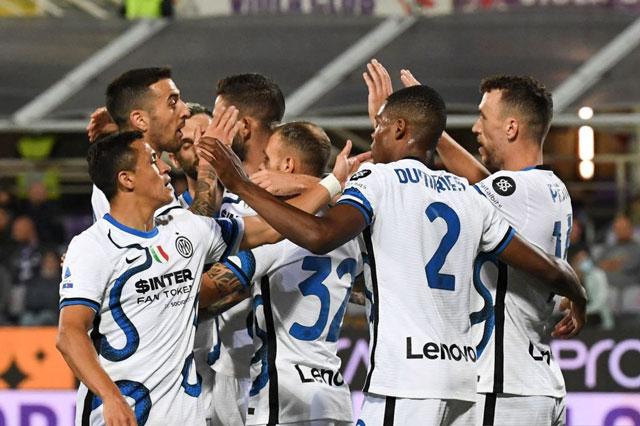 Thắng ngược Fiorentina, Inter Milan chiếm ngôi đầu BXH Serie A
