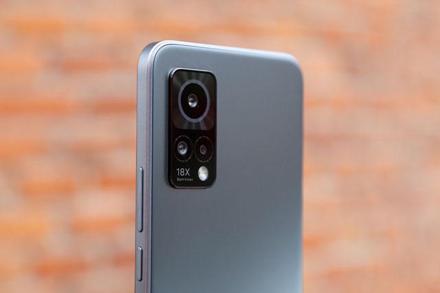 Smartphone chip S870 5G, RAM 12 GB, sạc 30W, màn hình 120 Hz, giá 10,5 triệu