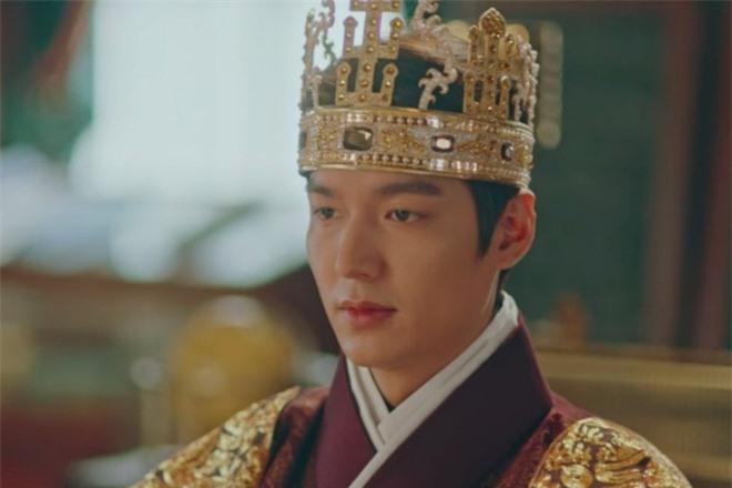 4 diễn viên Hàn bị chỉ trích vì thừa cân trên phim: Đẹp cỡ Kim Tae Hee, Lee Min Ho cũng không được yên ổn - Ảnh 4.