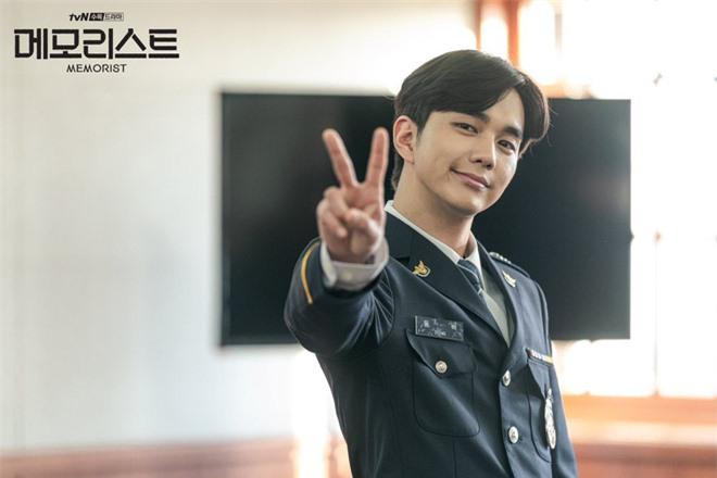 4 diễn viên Hàn bị chỉ trích vì thừa cân trên phim: Đẹp cỡ Kim Tae Hee, Lee Min Ho cũng không được yên ổn - Ảnh 6.
