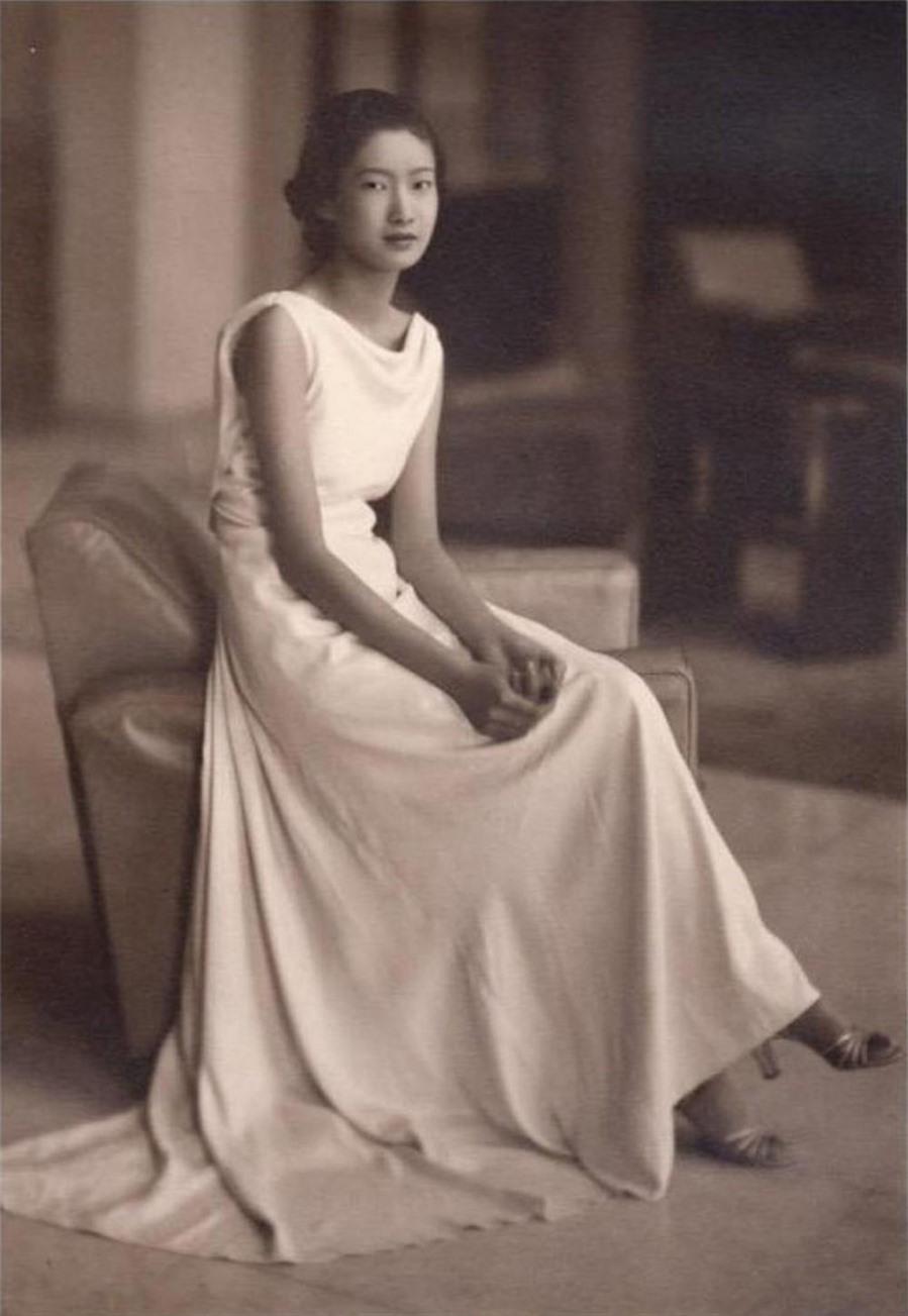 Hoàng hậu Nam Phương thuở là nữ sinh.