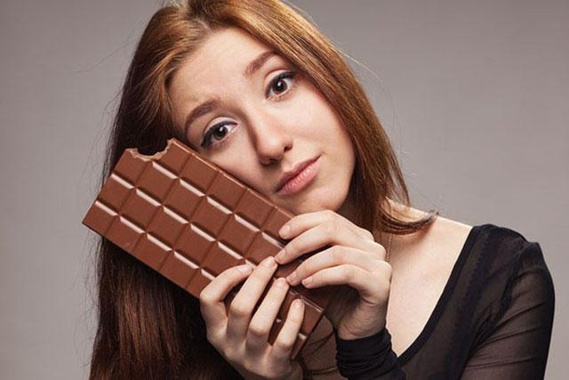 Những thói quen ăn uống có thế khiến gương mặt chị em quanh năm suốt tháng nổi mụn