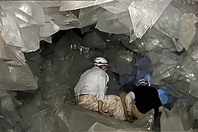Bước chân vào hầm mỏ bỏ hoang, vị giáo sư không tim vào mắt mình: Cảnh tượng này khiến cả thế giới trầm trồ!