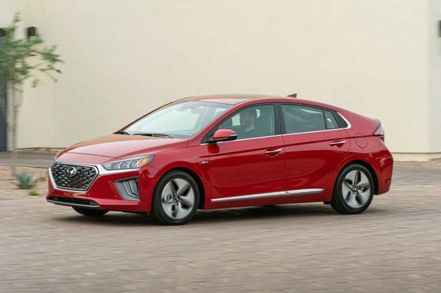1. Hyundai Ioniq Hybrid 2021 (tổng quãng đường di chuyển khi đổ đầy bình xăng: 1.130 km).