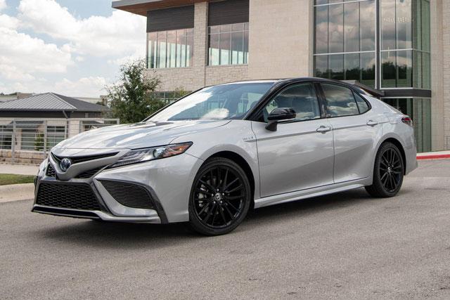 =2. Toyota Camry Hybrid 2022 (tổng quãng đường di chuyển khi đổ đầy bình xăng: 1.104 km).