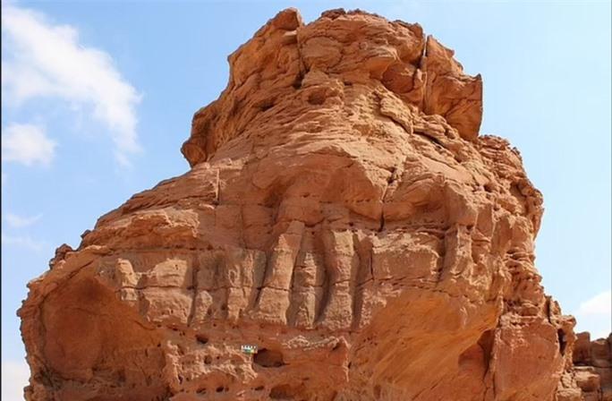 Nền văn minh vượt thời gian 8.000 năm trước hiện ra giữa sa mạc - Ảnh 2.