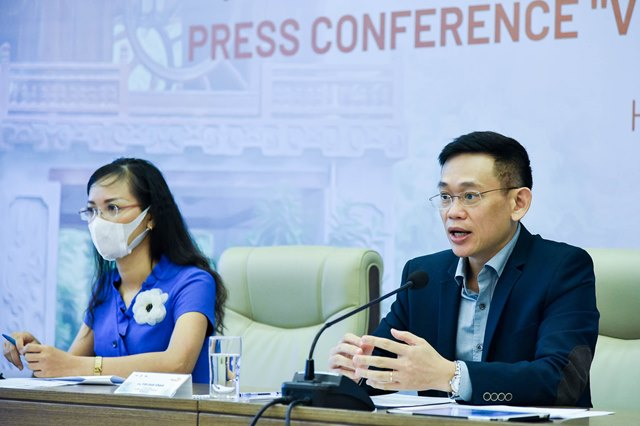 Ông Trần Quốc Khánh - Phó Vụ trưởng, Vụ Ngoại giao Văn hóa và UNESCO, Bộ Ngoại giao và bà Nguyễn Phương Liên - Phó Trưởng Ban Đối Ngoại VTV4, Đài THVN tại họp báo