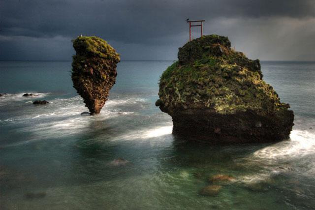 Những cổng trời bí ẩn nổi trên mặt nước ở Nhật Bản