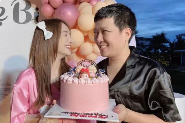 Nhã Phương - Trường Giang mặc đồ ngủ, khoe ảnh kỷ niệm 3 năm ngày cưới cùng lời nhắn 'ngọt lịm'