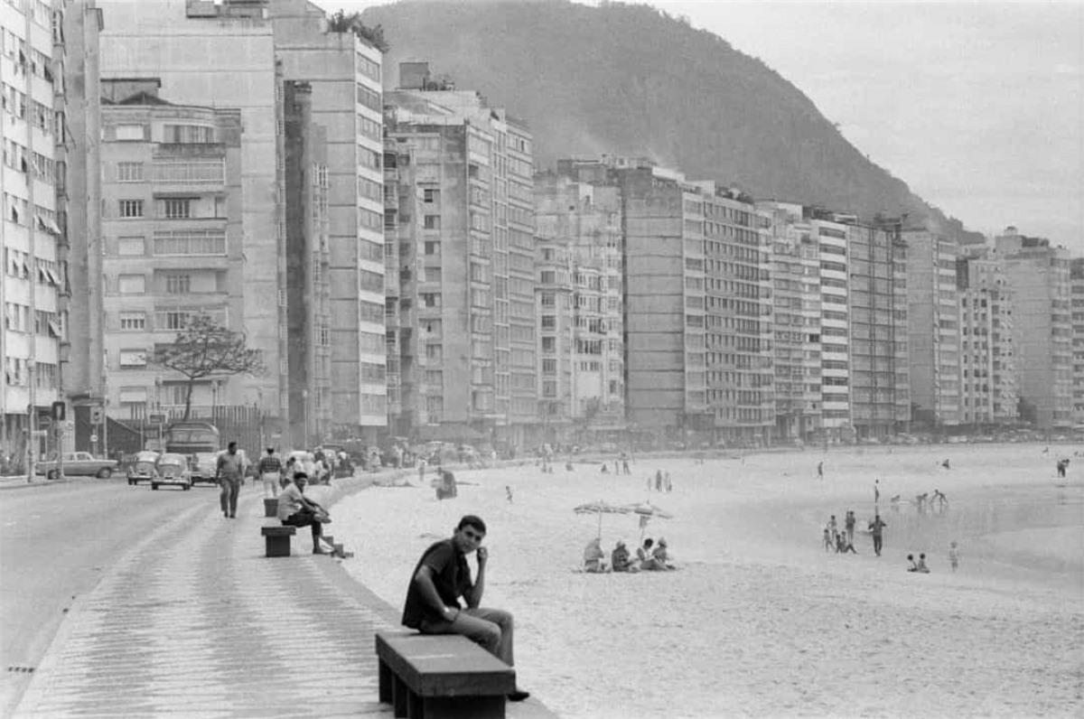 Bãi biển Copacabana nổi tiếng ở Rio de Janeiro, Brazil. Bức ảnh được chụp vào ngày 24/10/1968.