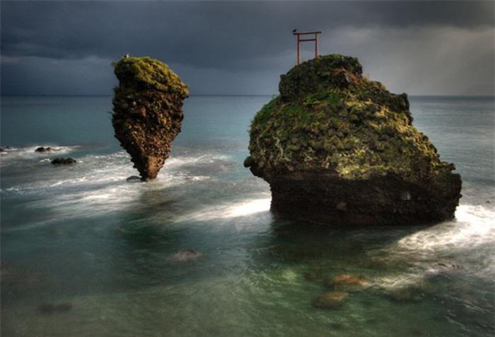 Những cổng trời bí ẩn nổi trên mặt nước ở Nhật Bản 1