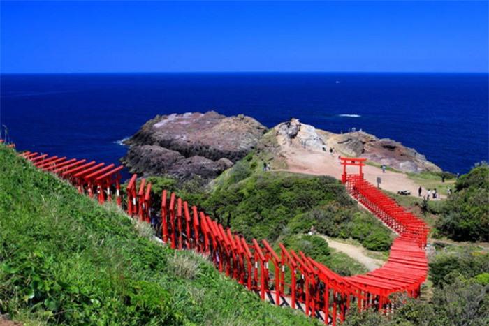 Những cổng trời bí ẩn nổi trên mặt nước ở Nhật Bản 10