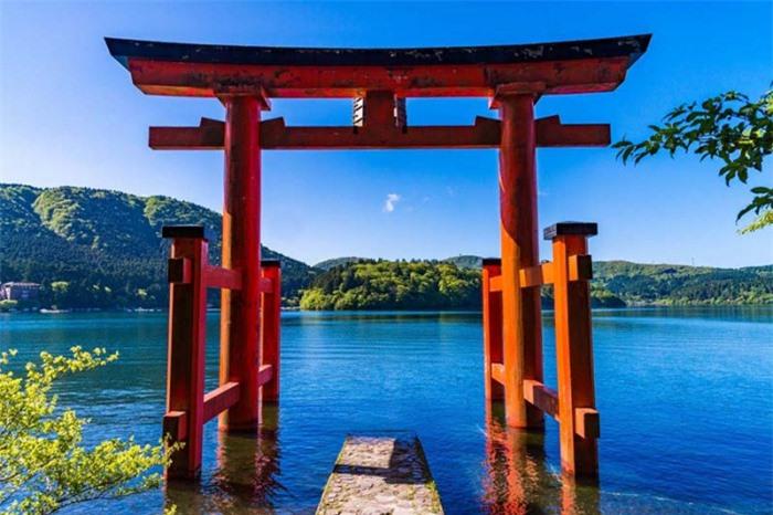 Những cổng trời bí ẩn nổi trên mặt nước ở Nhật Bản 3
