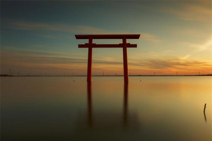 Những cổng trời bí ẩn nổi trên mặt nước ở Nhật Bản 5